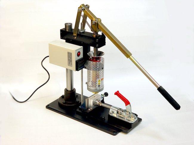Tabletop injection molding machine still a big hit | plasticstoday.com